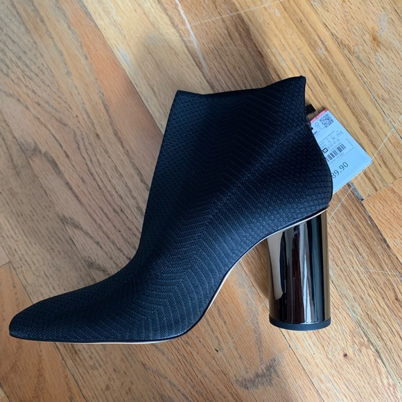 Zara Shoes - Black shock ankle boots